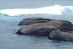 Wellen vor der Küste Sardinien